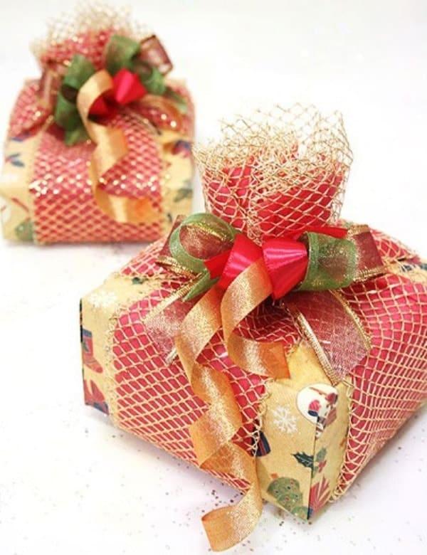 Украшаем подарочную упаковку сеткой