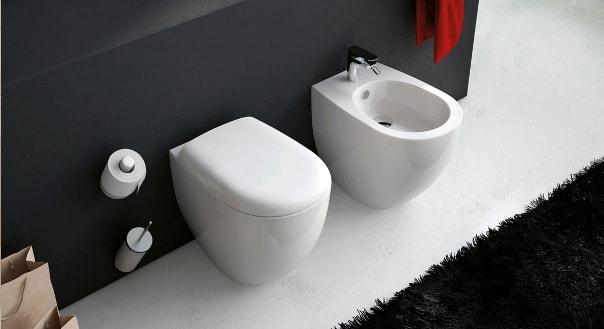 Писсуар в ванной комнате