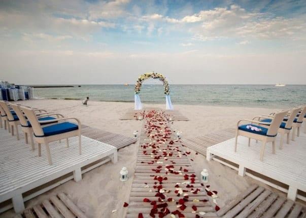 Выездная церемония на берегу моря