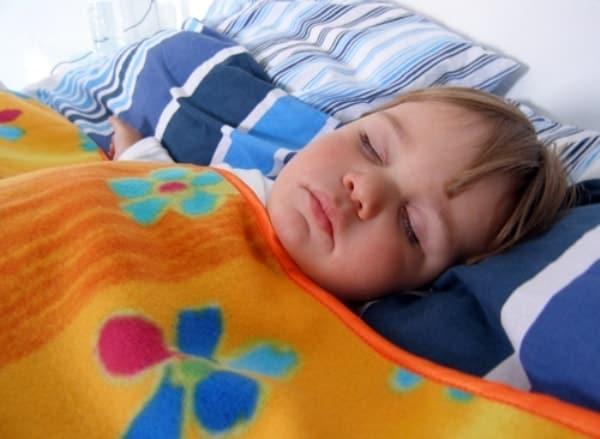 Детский плед в качестве одеяла