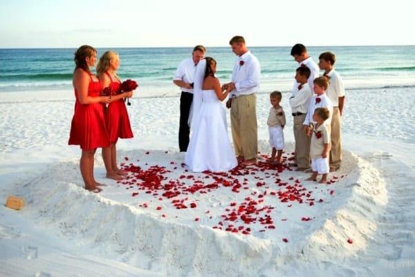 Выездная церемония на берегу океана