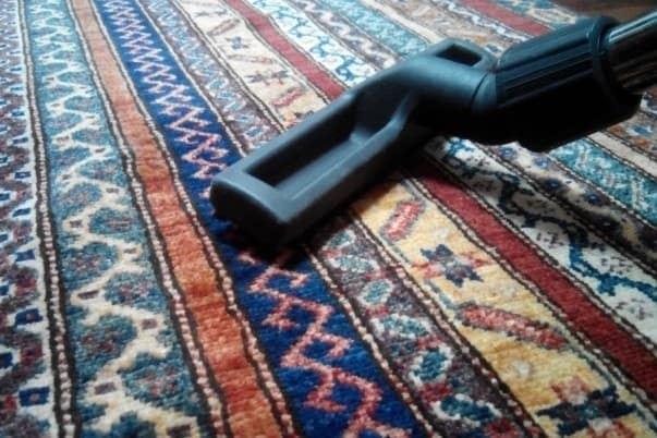 Пылесосим ковёр
