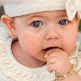 Серёжки в ушах в раннем возрасте