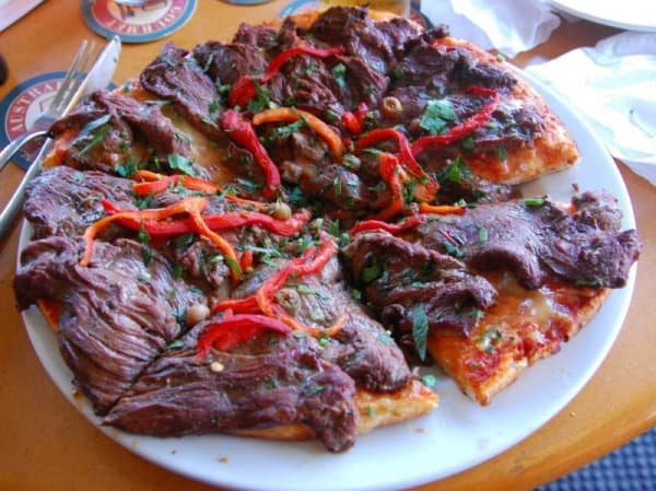 Пицца с мясом крокодила