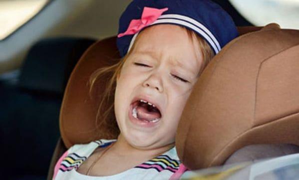 Ребенок не хочет сидеть в автокресле