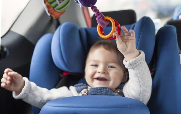 Игрушки для ребенка в автокресле
