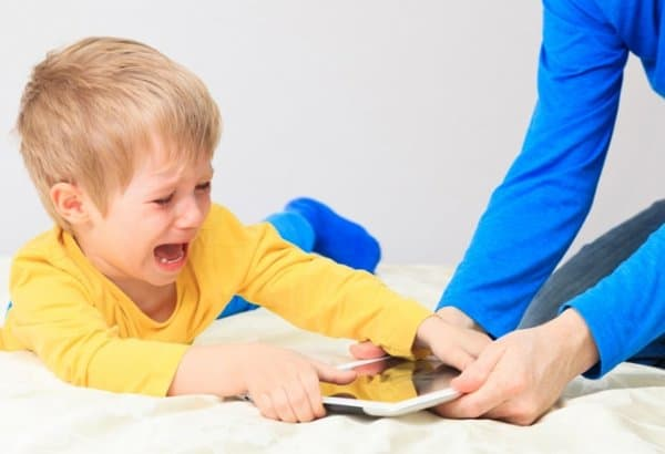 Забираем планшет у ребенка