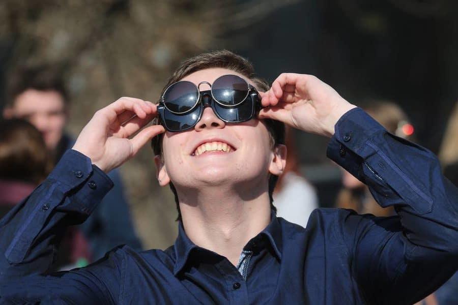 Как защитить глаза от воздействия ультрафиолетовых лучей